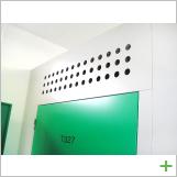 扉上:湿度管理のパンチング