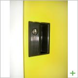 扉:扉は当然カギ付き
